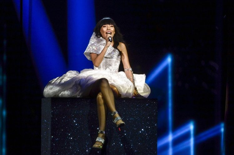 epa05306600 Dami Im representing Australia performs with the song 'Sound of Silence' during the Grand Final of the 61st annual Eurovision Song Contest (ESC) at the Ericsson Globe Arena in Stockholm, Sweden, 14 May 2016. There are 26 finalists from as many countries competing in the grand final. EPA/MAJA SUSLIN SWEDEN OUT