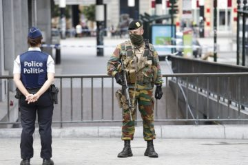 epa05377138 Military stand the guard near  Brussels central station after it was evacuated for security reasons, in Brussels, Belgium, 19 June 2016. The station was evacuated after two suspicious packages were discovered.  EPA/JULIEN WARNAND